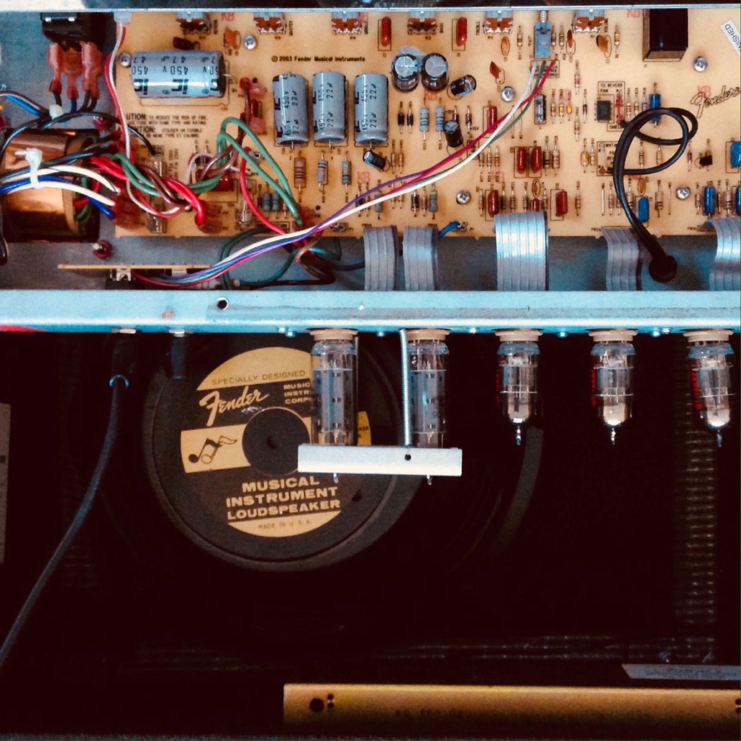 Fender Blues Jr Inside view image